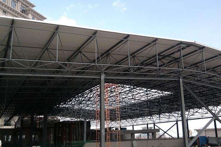 故用于建造大跨度和�^高、超重型的建筑物特�e�m宜,��Y��材料�m然材�|�Y��耐用
